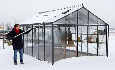 Mycket snö, ta snö bort, växthus