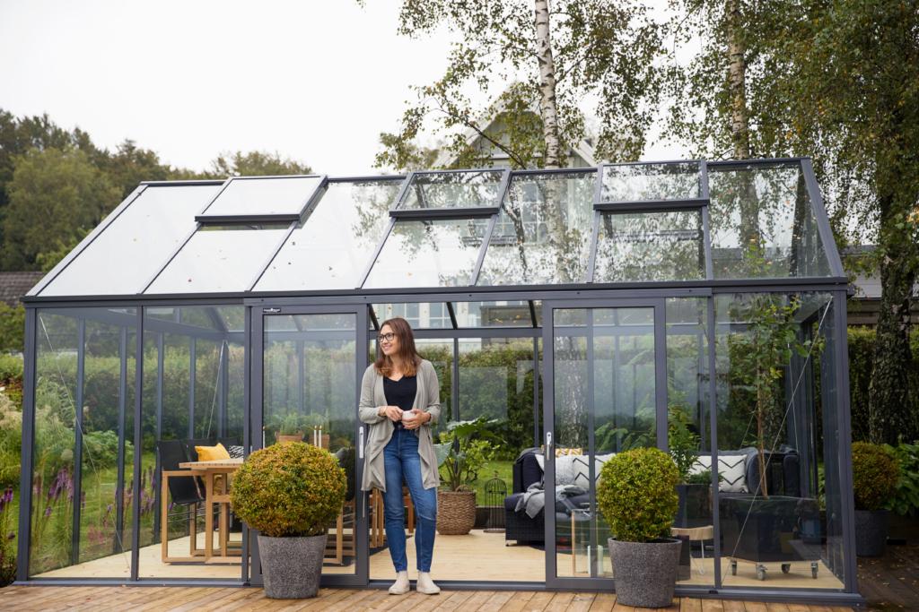 Växthus på sockel.